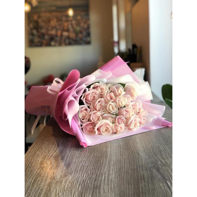 Букет из 21 розы сорта Свит Аваланж