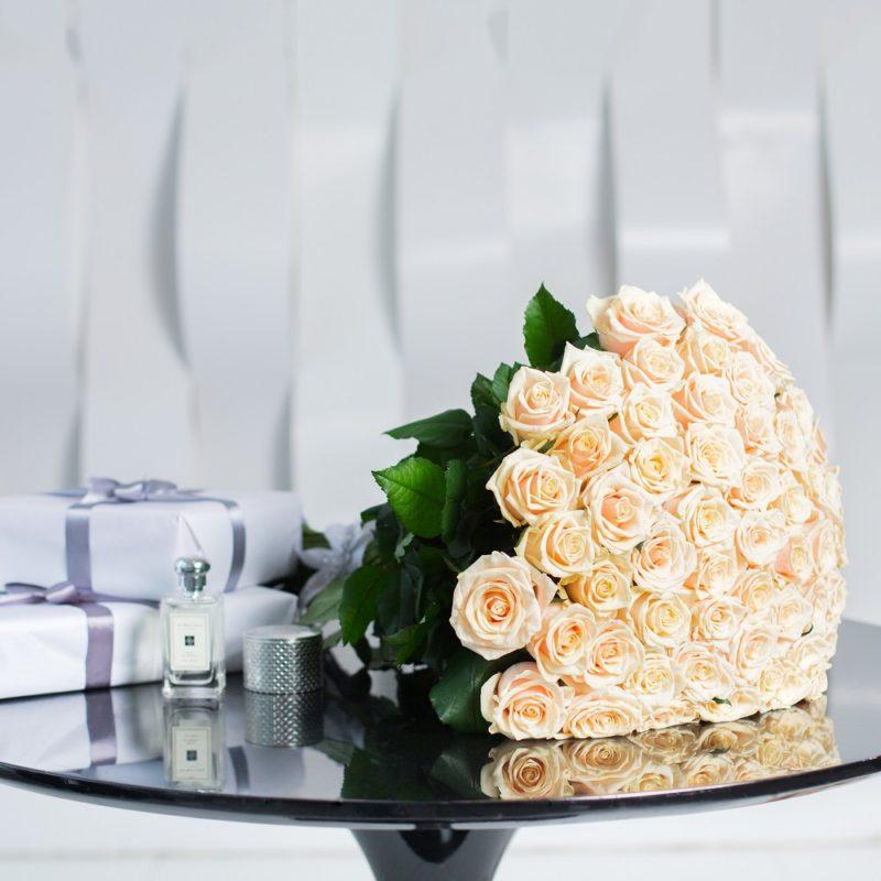 Букет из 51 кремовой розы «Ты и я»