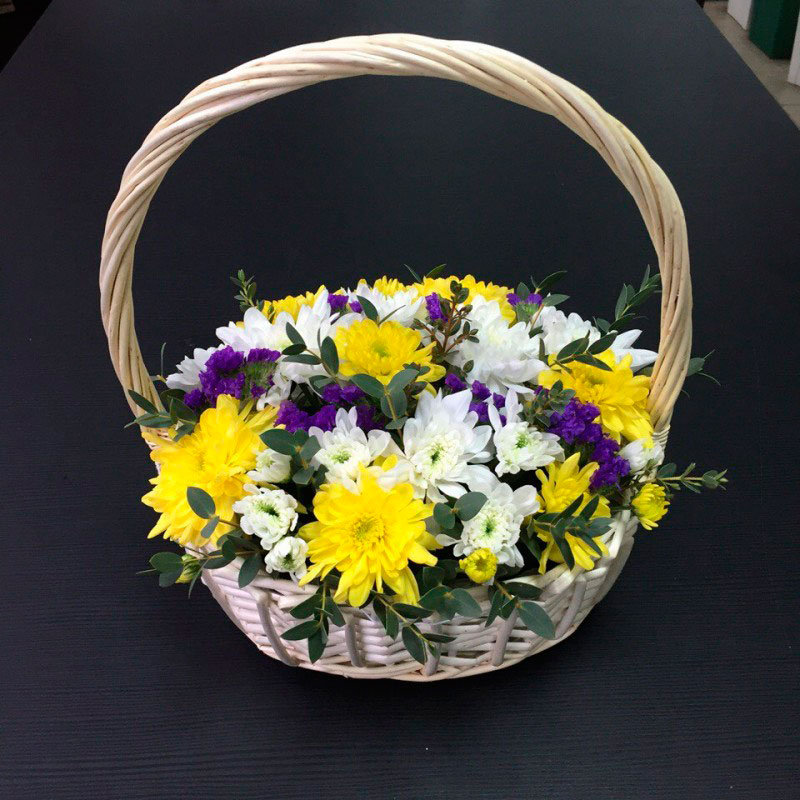 Корзинка с хризантемами