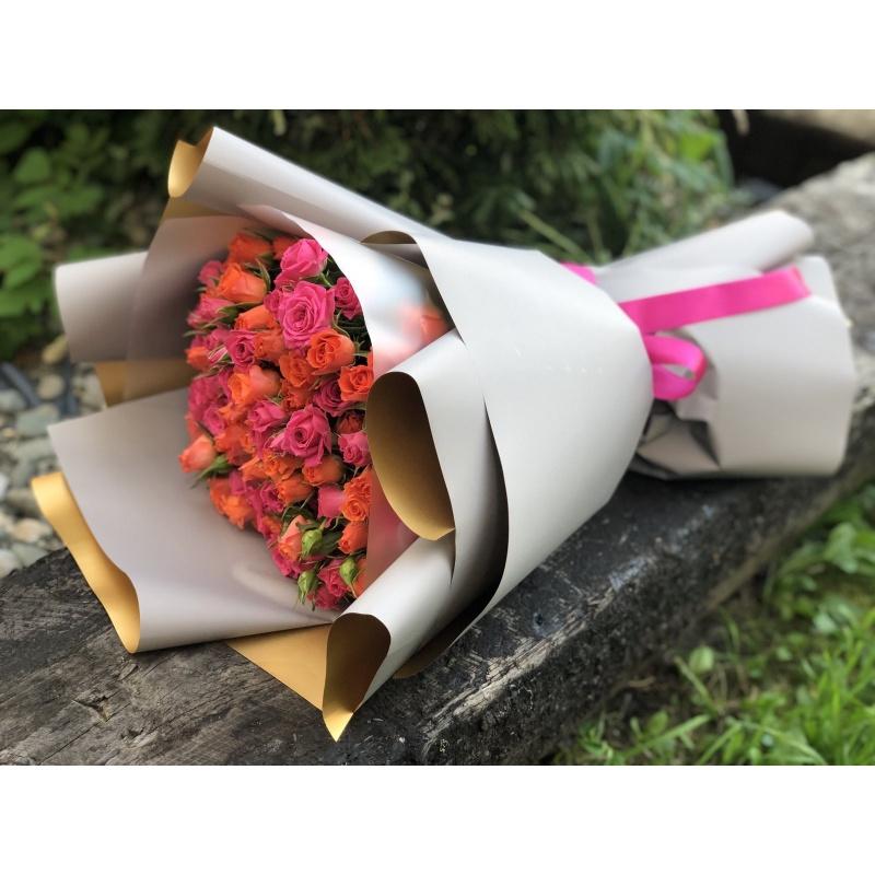 """Букет из 25 кустовых роз """"Викториан"""""""